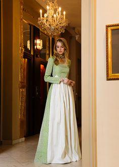 Braut-Dirndl Kollektion und Accessoires bei Ploom jetzt entdecken und bestellen: Hochzeitsdirndl & Brautcorsagen-Dirndl - Ploom Online Shop   |  S❤