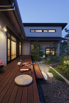 The patio and the Japanese styled doorways are a great touch to this Japanese modern home Japanese Modern House, Traditional Japanese House, Modern Zen House, Japanese Architecture, Futuristic Architecture, Modern Exterior, Exterior Design, Japanese Interior Design, Courtyard House