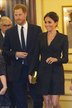 Prince Harry and Meghan Markle attended a gala performance of 'Hamilton' today at the Victoria Palace Theatre in support of Sentebale. Prince Harry Et Meghan, Meghan Markle Prince Harry, Princess Meghan, Harry And Meghan, Princess Diana, Victoria Palace Theatre, Harry And Megan Markle, Style Royal, Meghan Markle Style