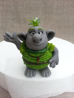 Cute troll from the movie frozen! Fimo Disney, Polymer Clay Disney, Polymer Clay Figures, Fimo Clay, Polymer Clay Projects, Polymer Clay Charms, Polymer Clay Creations, Polymer Clay Art, Polymer Clay Jewelry
