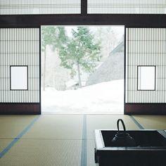 日本家屋、畳、障子/Japanese room with open hearth Traditional Japanese House, Japanese Modern, Japanese Interior, Japanese Design, Japanese Style, Japanese Homes, Japanese Gardens, Japanese Culture, Tatami Futon
