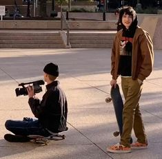 Today, skate dress is for that reason customary in popular way of life, that'd it look like uses for those to don. Aesthetic Grunge, Aesthetic Photo, Aesthetic Pictures, Pretty Boys, Cute Boys, Sup Girl, Teenage Dirtbag, Skater Boys, Vetement Fashion