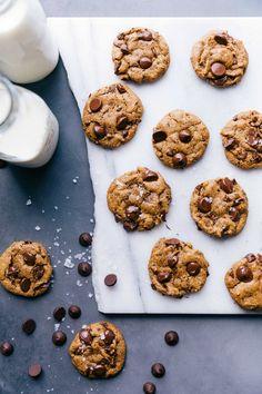 Healthy Pumpkin Cookies | Chelsea's Messy Apron Fall Desserts, Low Carb Desserts, Gluten Free Desserts, Healthy Desserts, Delicious Desserts, Healthy Recipes, Flourless Chocolate Cookies, Pumpkin Chocolate Chip Cookies, Baking Recipes