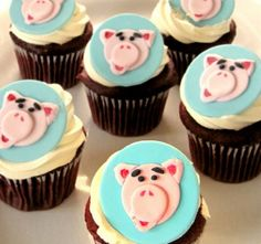 TRENDS: Edible Cupcake Toppers... Love These!