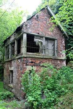 Awesome Architecture Percy Beck viaduct/Lartington West Signal box, Teesdale, May 2015 Old Abandoned Buildings, Abandoned Property, Abandoned Mansions, Old Buildings, Abandoned Castles, Derelict Places, Abandoned Places, Mansion Homes, Haunted Places