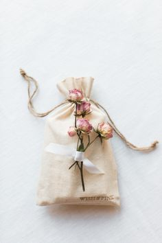 What's better than a thoughtful gift? Nothing, absolutely nothing. Which is why we've asked Wish & Pink to share their favorite tips on ways to make said gift extra personal.The kind of gift that gets you an invitation to basically everywhere