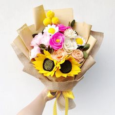 Fleurify custom size Add sunflower to volumize your bouquet . . #bungaflaneljogja #bouquetflanel #bouquetjogja #bungawisudajogja #bungawisuda #bouquetwisuda #buketwisuda #buketjogja #handmadeflower #etsy #flowerbouquet #feltbouquet