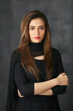 Sana Javed Biography - Sana Javed A Beautiful Pakistani Actress & Model. In This Post, We Provide All Information Like Sana Age, Family, Boyfriend Pakistani Models, Pakistani Girl, Pakistani Dress Design, Pakistani Actress Hair Colour, Mahira Khan Dresses, Pakistani Formal Dresses, Dress Indian Style, Indian Designer Outfits, Designer Dresses