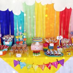 ❤Rainbow party decoration for Sofía 1 year. Love the colors, always is amaizing!!! Fiesta de arcoiris de Sofía, 1 añito. Siempre se ven impresionantes estos colores!❤