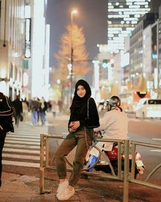 Shirin Al Athrus ( Casual Hijab Outfit, Ootd Hijab, Girl Hijab, Hijab Chic, Army Clothes, Girls Foto, Modern Hijab Fashion, Art Poses, Photo Editing
