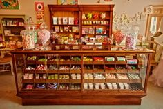 Vintage candy shop counter - I wish we still had country stores - and penny candy! My Dad used to let us buy a little 10 or 25 cent bag of candy and we got a lot of candy too! Candy Store Display, Store Displays, Display Case, Old General Stores, Old Country Stores, Tienda Natural, Old Fashioned Candy, Penny Candy, Shop Counter