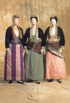 ΣΤΗΝ ΚΟΙΛΑΔΑ ΤΩΝ ΜΟΥΣΩΝ: ΕΛΛΗΝΙΚΕΣ ΦΟΡΕΣΙΕΣ ΠΟΝΤΙΑΚΕΣ ΦΟΡΕΣΙΕΣ Folk Clothing, Greek Clothing, Greek Dress, Folk Costume, Traditional Outfits, Folk Art, Vintage Fashion, Women's Fashion, Culture
