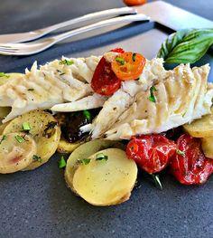 Φαγκρί ψητό στο φούρνο με ελιές, κουμκουάτ, ντοματίνια, πατάτες και βασιλικό Pasta Salad, Ethnic Recipes, Food, Crab Pasta Salad, Eten, Meals, Macaroni Salad, Diet