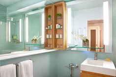 andra.jpg    like the large mirrors on the walls it helps open up the small space. Upstairs bathroom??