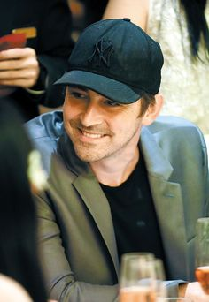 Lee Pace sporting a Bronx Bombers cap? He's gorgeous and he has good taste in sports. Lee Pace Thranduil, Perfect Husband, Cillian Murphy, Martin Freeman, American Actors, A Good Man, Sexy Men, Celebrities, Elf King