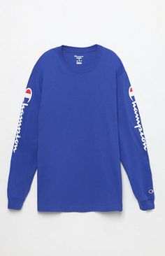 Take Champion's signature athletic style to the streets in the Reverse Weave Long Sleeve T-Shirt. This essential tee has a classic crew neck and long sleeves with ribbed cuffs and bold Champion graphics.   Solid tee Champion graphics on sleeves Embroidered logo on sleeve Crew neck Long sleeves Ribbed neck and cuffs Machine washable