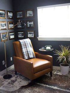 Any small space can be transformed into a modern man cave by bringing in a few essentials: a recliner, a TV, and some memorabilia. Because caves are supposed to be cozy, consider painting the walls a dark color. For this tiny room, Haeley o Small Room Decor, Small Room Design, Home Office Design, Home Office Decor, Office Ideas, Office For Men, Men Home Decor, Masculine Office Decor, Office Jobs