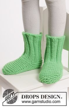 """Fun and colourful slippers for the kids in """"Peak"""". #knitting by #DROPSDesign"""