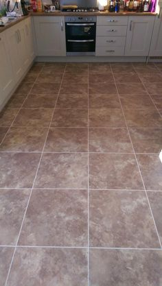 Cheshire Décor Floor, Camaro Crema Slate with Pearl grouting strip