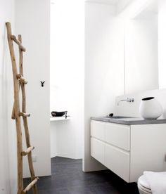 Google Afbeeldingen resultaat voor http://cdn4.welke.nl/photo/scale-290x340-wit/clipper_1318854014_Minimalistische-badkamer-met-zwarte-vloer.jpg