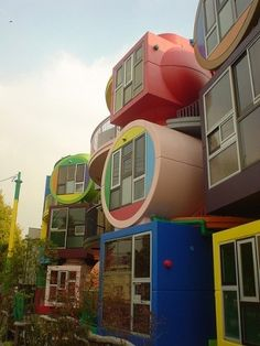 Colourful Japanese lofts that 'reverse' ageing