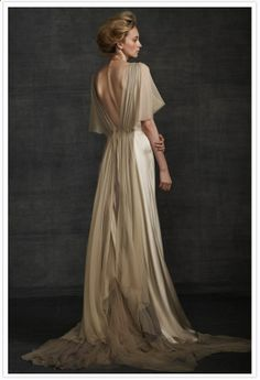 10 Beautiful Backless Wedding Gowns I'm absolutely in love with the low back wedding gown trend. From romantic drapes to lace trims and barely Art Deco inspired charmeuse, here are a ten beautiful backless wedding gowns to kick off your Monday! Mode Inspiration, Wedding Inspiration, Wedding Ideas, Mode Glamour, Bridal Gowns, Wedding Dresses, Beige Wedding Dress, Ivory Wedding, Gold Wedding Gowns
