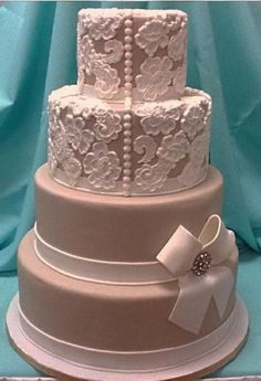 Vintage lace Cake. Awesome for different types of layers. and putting brooches on plain layers!!