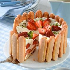Mascapones epertorta - strawberry cake with mascapone cheese (no cooking needed) Summer Desserts, No Bake Desserts, Just Desserts, Charlotte Cake, Cheese Dessert, Brownie Cake, Sweet Tarts, Sweet And Salty, Winter Food
