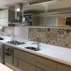 Cozinha integrada a lavanderia. Projeto @giovane_designer  @actualdesign moveis @veggamoveis  Revestimento portobello #cozinhalinda