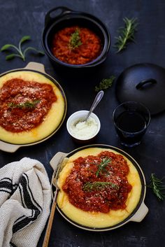 Le rconfort par excellence avec ce plat frugal et plein Polenta Crémeuse, Italy Food, Snack Recipes, Snacks, Pasta, Chana Masala, Plat Simple, Cooking Time, Food And Drink