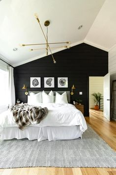 black and white bedroom design 10 Rustic Bedroom Ideas That Are Warm and Inviting White Rustic Bedroom, Modern Rustic Bedrooms, Bedroom Black, Small Modern Bedroom, Modern Bedroom Decor, Wall Decor For Bedroom, Bedroom Decor Master For Couples, Contemporary Bedroom, Dark Bedroom Walls