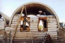 earthbag home building Log Cabin Sheds, Tiny Log Cabins, Earthship, Earth Bag Homes, Self Build Houses, Building A Cabin, Dome House, Eco Friendly House, Concept Architecture