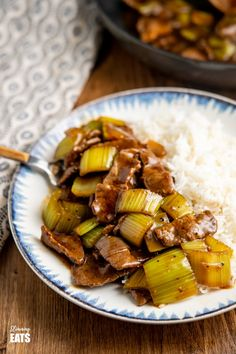 Amazing Chinese Style Black Pepper Beef for you to make and enjoy at home and all ready in less than 20 minutes. Slimming World and Weight Watchers friendly Slimming World Beef, Slimming World Recipes Syn Free, Slimming Eats, Meat Recipes, Asian Recipes, Healthy Recipes, Ethnic Recipes, Crockpot Dishes, Beef Dishes