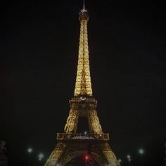 Watch the Eiffel Tower's lights go out in memory of those killed in #ParisShooting terror attacks