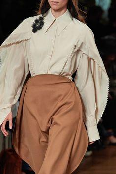 Stella McCartney Spring 2020 Ready-to-Wear Fashion Show - Vogue Ny Fashion Week, Fashion 2020, High Fashion, Fashion Show, Fashion Outfits, Haute Couture Style, Stella Mccartney, Vogue Fashion, Runway Fashion