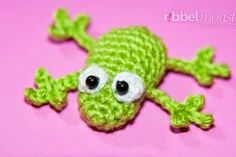 *****USE THIS SITE FOR ALL LINKS TO FREE PATTETNS!!!!**** 2000 Free Amigurumi Patterns: Little frog crochet pattern