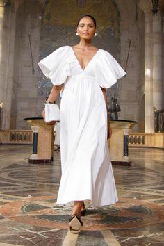 Carolina Herrera Primavera Verano 2021 Pret-A-Porter - Pasarela | Vogue España Look Fashion, Fashion News, High Fashion, Fashion Show, Fashion Design, Fashion Trends, Looks Style, Mode Outfits, The Dress