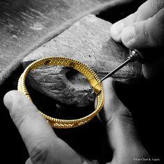 Van Cleef & Arpels #Perlee diamond creations in yellow gold. The assembling of the Perlée diamond bracelet.