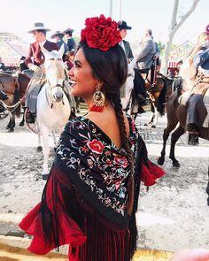 "3,495 Me gusta, 27 comentarios - Inma Cebreiro Pascual (@inmacebreiro) en Instagram: ""Adoro Sevilla 🌞❤️ #feriaabril"""