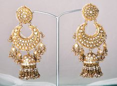 Do you know how much Deepika's jewellery in Bajirao Mastani costs? Deepika Padukone's jewellery in Bajirao Mastani is WOW! Antique Jewelry, Gold Jewelry, Jewelery, Antique Gold, Gold Earrings, Jj Collection, Nath Nose Ring, Indian Accessories, Indian Jewelry