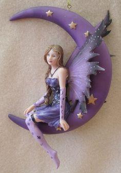 Fairy on Moon Polymer Clay Fairy, Polymer Clay Dolls, Polymer Clay Projects, Moon Fairy, Kobold, Clay Fairies, Fairy Figurines, Mermaid Dolls, All Things Purple