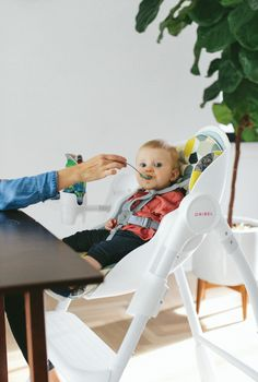 Delicious meal time in Oribel cocoon high chair