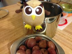 Owly is thinking of an old game. Hot Potato anyone? Day 196 of #yearofowly #lifeofowly