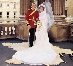 The Royal Order of Sartorial Splendor: Wedding Wednesday: Princess Anne's Gown