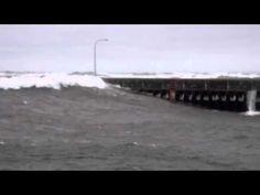 Huge waves, Duluth Harbor