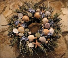 Collected Shells During Vacation? How to Decorate with Seashells: Wreaths Seashell Wreath, Seashell Art, Seashell Crafts, Shotgun Shell Crafts, Wreath Crafts, Wreath Ideas, Crafts To Make And Sell, Summer Crafts, Summer Wreath