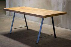 Jídelní stůl z jednoho kusu dřeva