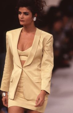 Helena Christensen walks the runway at the Tarlazzi Ready to Wear Spring/Summer 1991 fashion show during the Paris Fashion Week in October, 1990 in Paris, France. Get premium, high resolution news photos at Getty Images Couture Fashion, Runway Fashion, Fashion Models, Fashion Show, Paris Fashion, Phresh Out The Runway, Helena Christensen, 90s Outfit, Costume