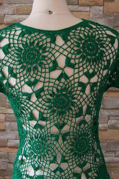 100 % coton très doux, se sent comme de la soie, la couleur est très belle forêt verte. Il a été un tel plaisir à crocheter ce top belle et unique pour vous. Taille : s-m Dimensions (sans étirer) : Largeur sur la poitrine : 34 pouces Longueur du cou de haut en bas : 18 pouces