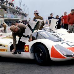 LM - Porsche 908 Langheck (Schütz / Mitter) > crashed at hour Porsche 911 Rsr, Porsche Motorsport, Porsche Cars, Porsche Classic, Nascar, Carrera, Course Automobile, Volkswagen, Le Mans 24